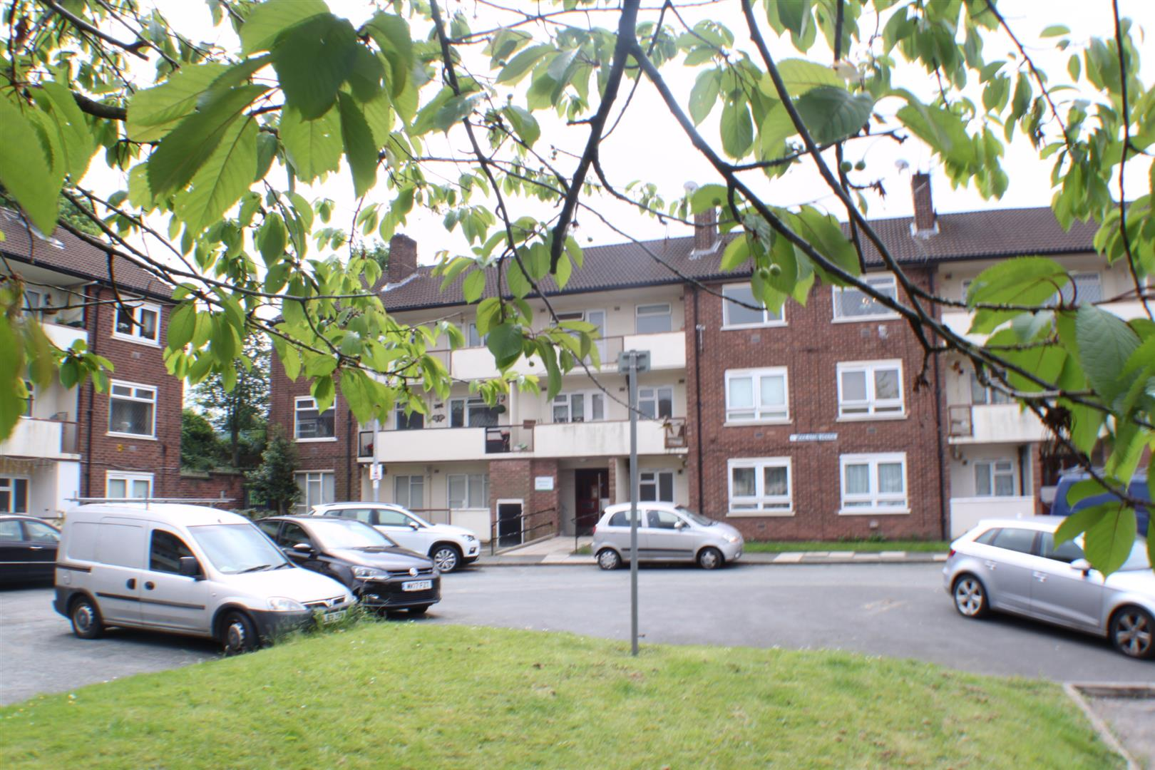 2 Bedrooms Flat for sale in Woolston House, Salford